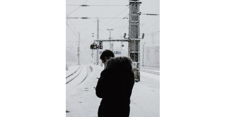 indifférence devant la tempête de neige